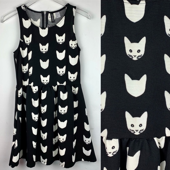 776e035932 H M — RARE Cat Graphic Print Black   White Dress S